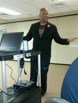 Tobin Buckner facilitates social media workshop at the Akron Community Service Center<br />       & Urban League for PMBA 5 (tee shirt courtesy of Covenant Army, PMBA V client company)